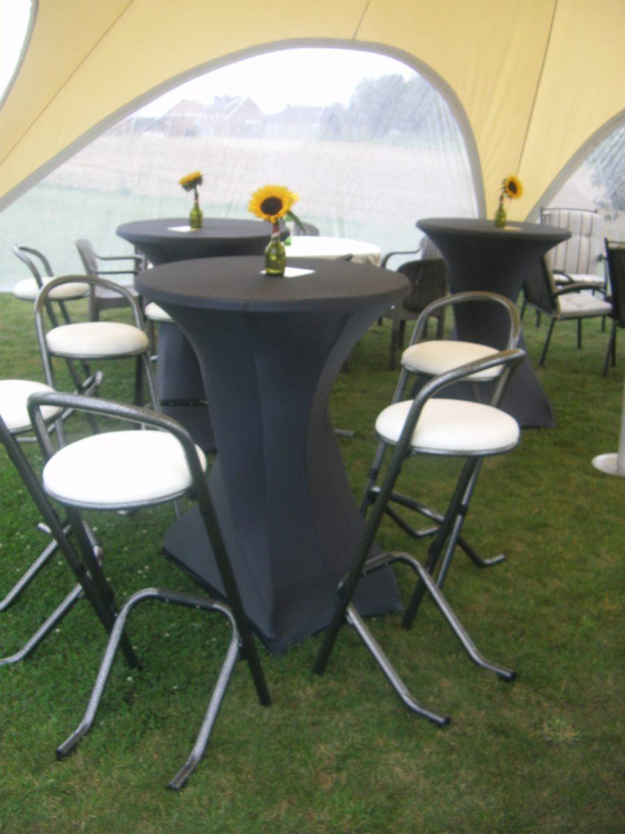 Partytafels en barstoelen